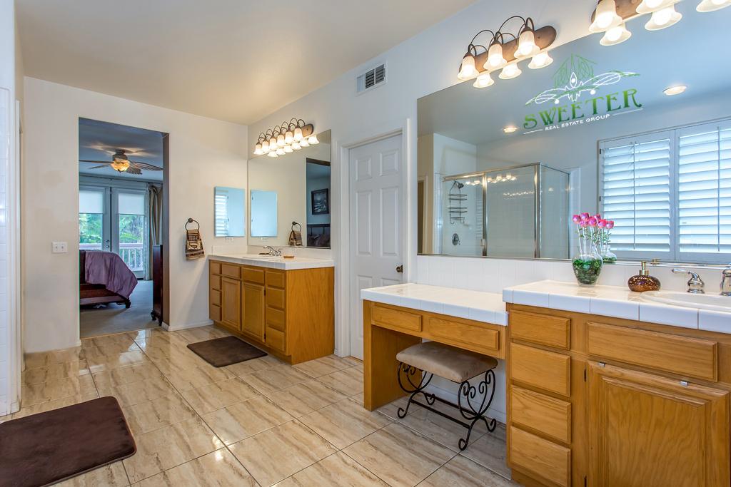 3940 Holly Springs master bathroom